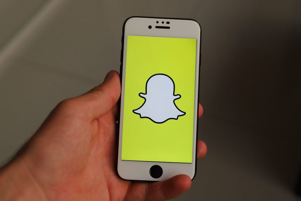 iphone 3575940 1920 5c49f66946e0fb00014be663 ¿Qué es una historia de Snapchat?